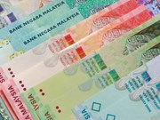 Malaysia's ringgit continues tumbling against greenback