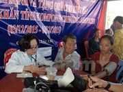 Vietnamese in Cambodia get gifts, free health check-ups