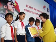 Scholarships presented to ethnic students in Khanh Hoa province
