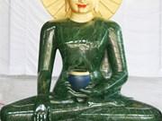 Quang Binh welcomes massive jade Buddha