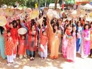 Saris, ao dai grace cross-culture catwalk