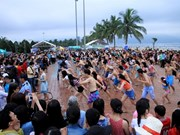 Flash mob to kick off Da Nang beach festival