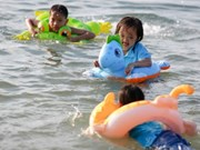 Free swimming class for disabled children opens in Tien Giang