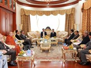 HCM City leader meets with former Lao officials