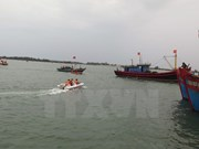 Vietnamese fishermen rescue five Malaysian counterparts at sea