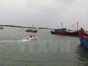 Vietnamese fishermen rescue five Malaysian counterparts at sea
