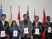 Award-winning essays on ASEAN presented in Argentina