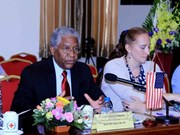 US pledges to assist Vietnam in humanitarian activities
