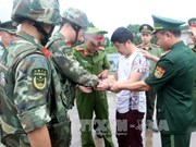 Quang Ninh police hand over wanted man to Chinese police