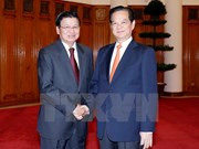 Vietnam, Lao give further priority to economic links