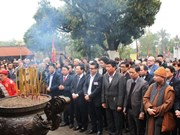 Foreign diplomats go on spring tour in Hanoi
