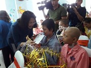 Vice President visits children patients on moon festival