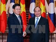 Vietnamese, Lao Prime Ministers hold talks in Hanoi