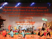 Vietnamese artists perform in Laos ahead of its National Day
