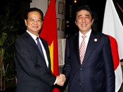 Vietnam, Japan PMs discuss cooperation ahead of ASEAN Summit
