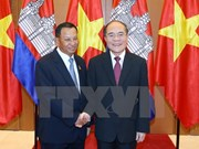 National Assembly Chairman holds talks with Cambodian Senate President