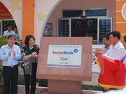 Vietinbank helps build houses for the poor in Ben Tre