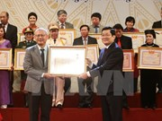State leader bestows People's Artist title