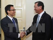 Deputy PM greets Cambodian industry minister