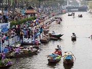 Education fair at Thai floating market generates over 340,000 USD