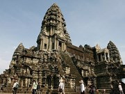 Cambodia bans cars from travelling in front of Angkor Wat