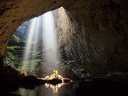 Foreign ambassadors conquer Son Doong cave