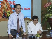 Party official meets Vietnamese representatives abroad