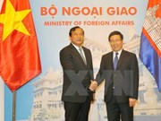 Cambodian FM keen on increased ties with Vietnam