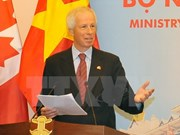 Canadian FM talks to Vietnamese students about climate change