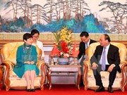 PM hosts Chinese friendship activitists in Beijing