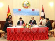 Vietnam, Laos pledge to give highest priority to bilateral ties
