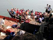 Myanmar: Four die after ferry capsizes