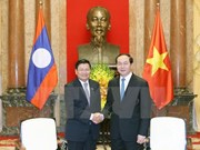 President Tran Dai Quang greets Lao PM
