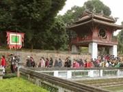 Myanmar President's spouse tours Hanoi