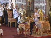Thai King leads Buddhist praying ritual for late father