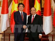 Japanese Prime Minister Shinzo Abe pays official visit to Vietnam
