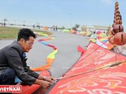 Hanoians enjoy flying kites in Hanoi