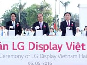 PM attends construction of LG display manufacturing facility