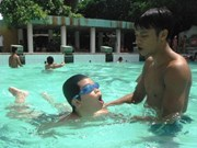 Teachers, children in Vinh Long taught swimming skills