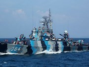 Indonesian ship monitors water border with Australia
