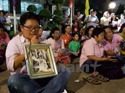 Thai royal family pray for their King