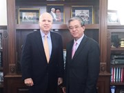 Senator McCain vows to tighten Vietnam-US links