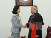 Party official makes Christmas visit to Hanoi archbishop