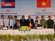 Vietnam, Cambodia localities sign new cooperation agreement