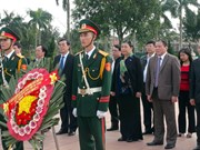 Parliamentary officials pay tribute to heroic martyrs in Quang Tri