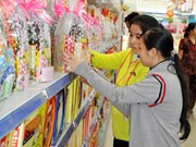 Customers line up for Tet gift hampers