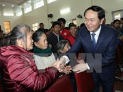 President presents Tet gifts to disadvantaged residents in Nghe An