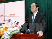 President visits outstanding intellectuals in Hanoi