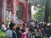 Hung Kings Temples full of worshippers on Lunar New Year