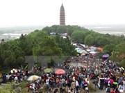 Spring festival draws tourists to Bac Ninh